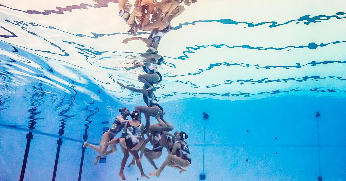 Underwater photo of the Mexican swimming team during the presentation that allowed them to win the silver medal at Lima 2019.