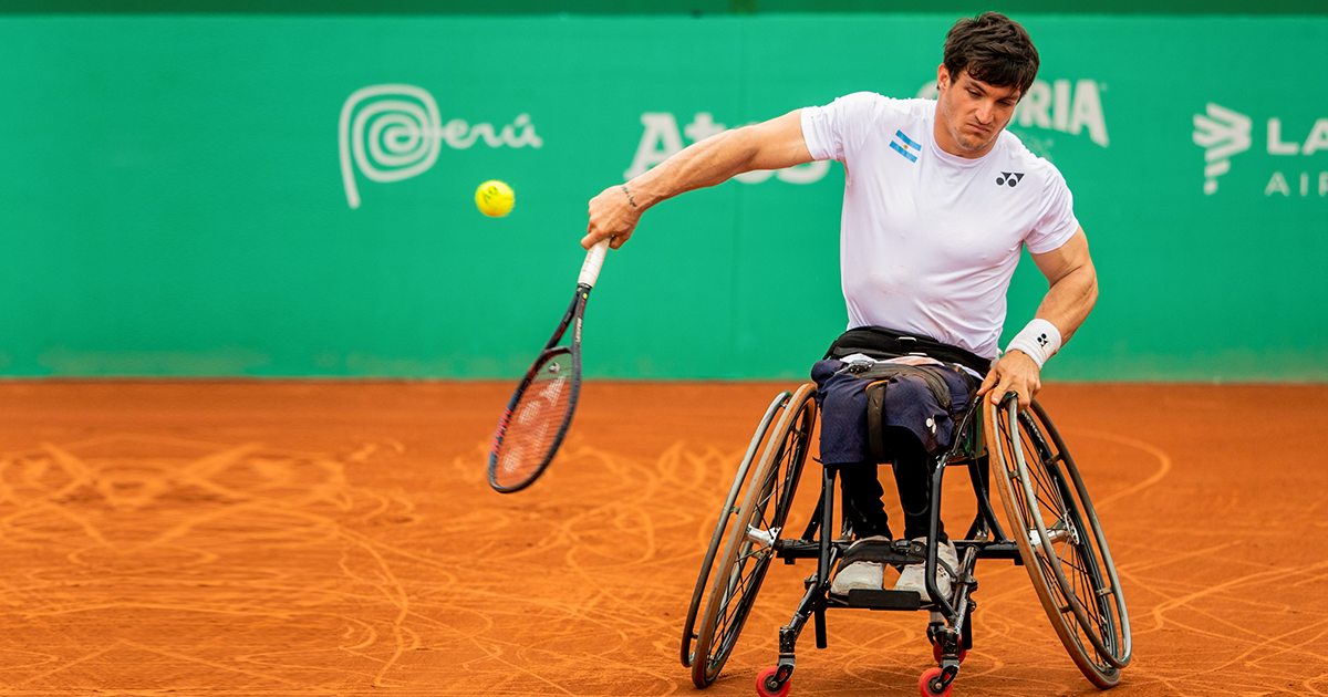 Gustavo Fernández during a wheelchair tennis match at Lima 2019