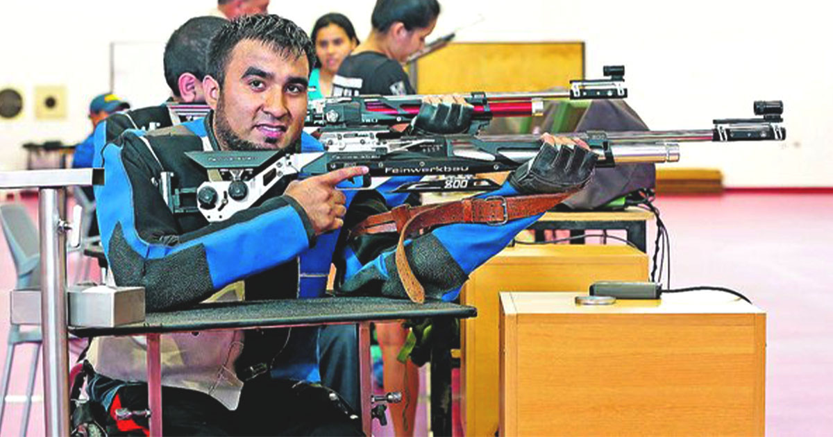 Para athlete Jorge Arcela aiming with a riffle