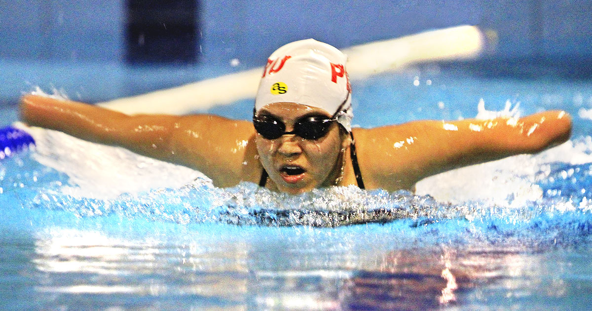 Para swimmer Dunia Felices in action