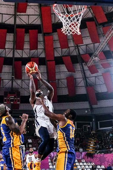 United States and Virgin Islands face each other at the Eduardo Dibós Coliseum