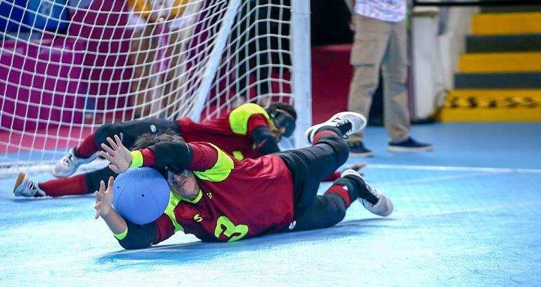Venezuelan Jhonathan Rivas in men's goalball match vs. Canada at the Callao Regional Sports Village.