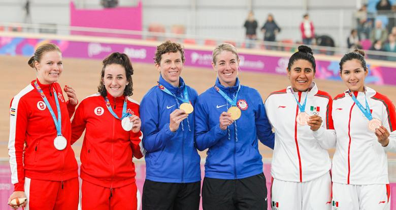 Medalists from Mexico (bronze), Canada (silver) and the US (gold) show her medals at the National Sports Village – VIDENA.