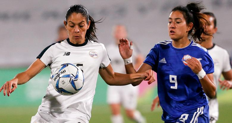 Costa Rica's Carol Sanchez and Paraguay's Fabiola Sandoval fight for the ball in the Lima 2019 women's football bronze medal match at San Marcos Stadium