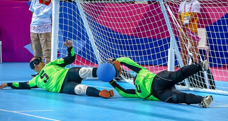 Mexican Para athletes blocking Canada's goal.