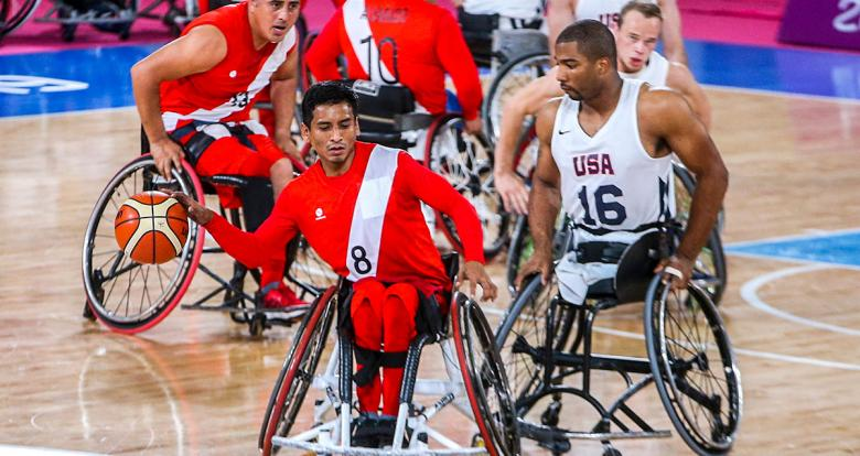 Peruvian Alonso Salcedo faces off American Trevor Jenifer in a wheelchair basketball game at the National Sports Village – VIDENA, at Lima 2019