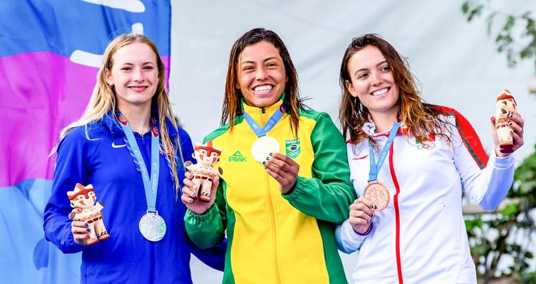 Mexico's Sofia Reinoso (bronze), US's Evy Leibfarth (silver) and Brazil's Ana Satila (gold) show the medals earned in women's K1  extreme slalom in Río Cañete - Lunahuana
