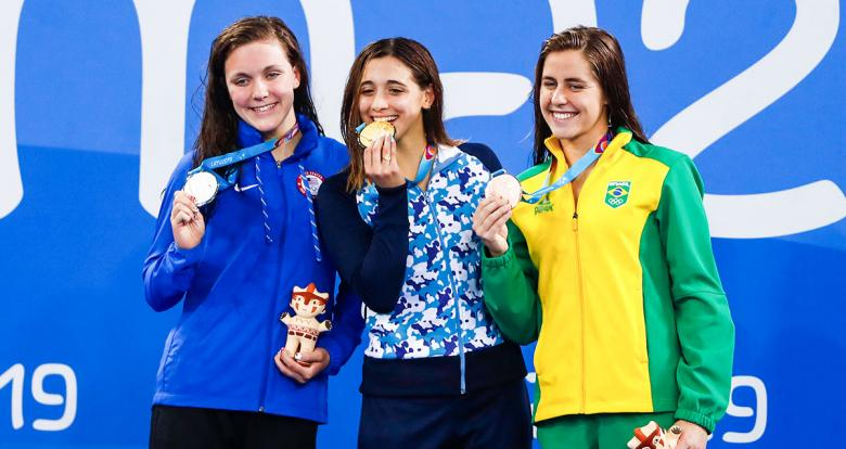 Maria Denigan from the USA (silver), Delfina Pignatiello from Argentina (gold) and Viviane Eichelberger from Brazil (bronze) celebrate their Lima 2019 medals in women's 800 m freestyle at the National Sports Village – VIDENA