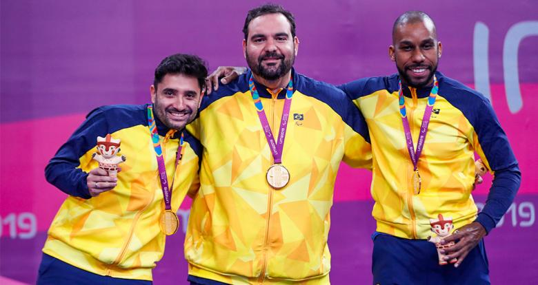 Para table tennis players Carlos Carbinatti, Diego Moreira and Claudio Moura posing with their medals in Lima 2019 team competition at the National Sports Village - VIDENA