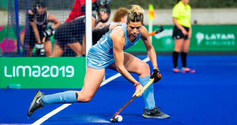 Argentinian athlete controlling the ball during Lima 2019 hockey match for the gold against Canada at the National Sports Village (VIDENA)