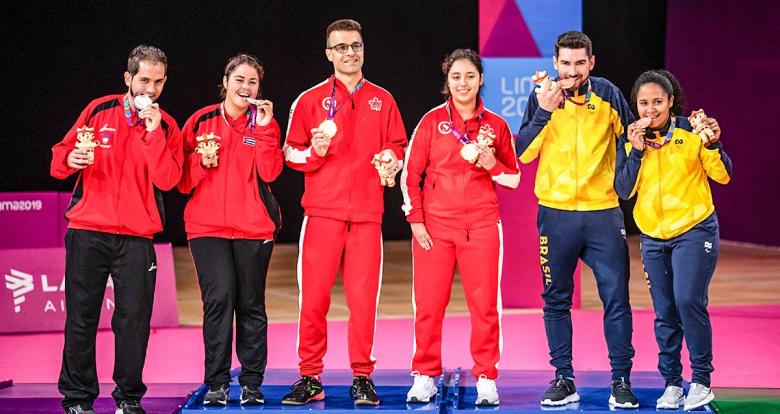 Brazilian, Cuban and Canadian teams posing with their Lima 2019 mixed doubles Para badminton SL3-SU5 bronze, silver and gold medals, respectively, at the Villa El Salvador Sports Center.