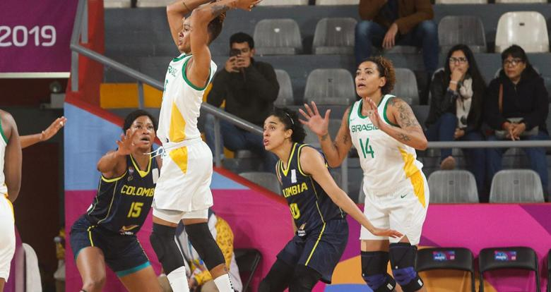 Brazilian Raphaella Monteiro in action during the Lima 2019 women's basketball game against Colombia at the Eduardo Dibós Coliseum.