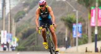 Manoel Messias during triathlon cycling leg