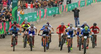 Cyclists competing in the mountain bike circuit