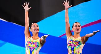 Fernanda Cruz Pineda and Grecia Mendoza Mendez greet the audience after their remarkable participation in the Lima 2019 Games at VIDENA.