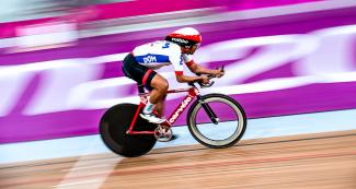 Rodny Minier from Dominican Republic going at full speed in the men's individual pursuit C4-5 competition at the National Sports Village – VIDENA, Lima 2019