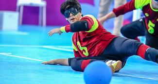 Venezuelan Jhonathan Rivas in men's goalball match vs. Venezuela at the Callao Regional Sports Village.