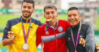 Efrain Sotacuro from Peru (bronze), Yagonny Reis De Sousa from Brazil (silver) and Mauricio Orrego from Chile (gold) smiling and showing their medals after the men's 1500 m T46 event at the National Sports Village – VIDENA, Lima 2019