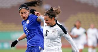Paraguay's Striker Gloria Villamayor fights for the ball against Costa Rican Fabiola Sanchez in the Lima 2019 women's football bronze medal match at San Marcos Stadium
