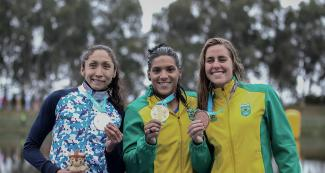 The argentinian Cecilia Biagioli and the brazilians Ana Marcela Soares and Viviane Eichelberg posing with their medals after the 10 km Open Water Final at Laguna Bujama