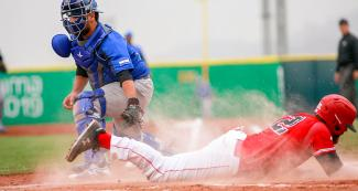 Canadian team giving it all against Nicaragua during hard-fought Lima 2019 baseball game at Villa María del Triunfo Sports Center