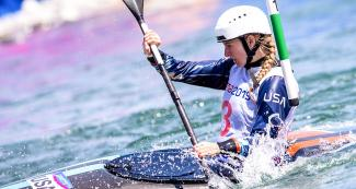 American athlete Evy Leibfarth competing at the women's K1 final in Río Cañete - Lunahuana