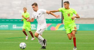 Cameron Delillo, from the US, faces Jose Luis Quintana, from Venezuela, in football 7-a-side at the Villa María del Triunfo Sports Center, at Lima 2019