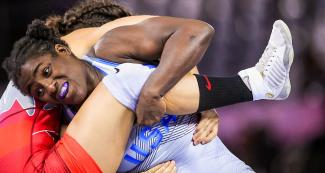 American Tamyra Mensah and Canadian Olivia Di Bacco wrestling for the Lima 2019 gold at the Callao Regional Sports Village.