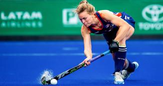 American Julia Young controls the ball during Lima 2019 hockey match against Chile for the bronze medal at the National Sports Village (VIDENA)