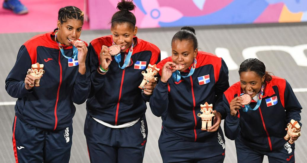 Dominican players Carolay Hernández, Nelsy Sentil, Sugeiry Monsac and Giocelis Reynoso look happy with their bronze medals