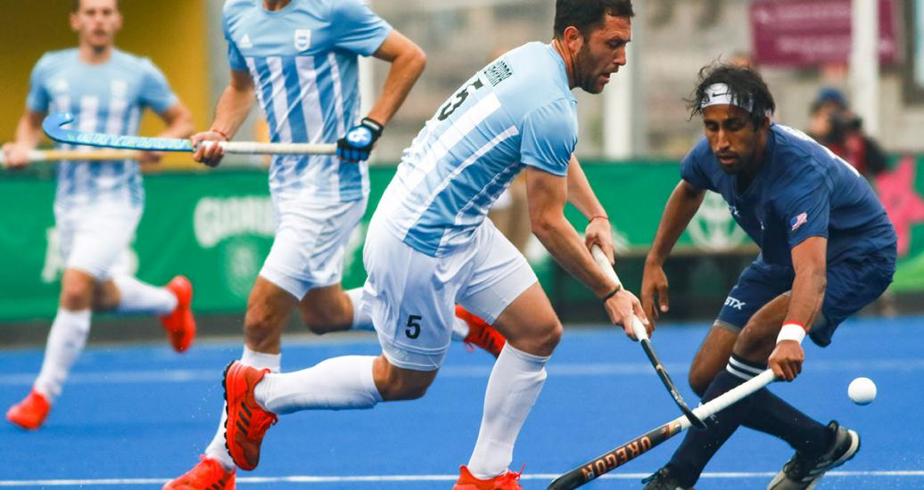 Argentinian Pedro Ibarra facing American Parmeet Singh during the hockey semifinals against at the Villa María del Triunfo Sports Center, Lima 2019 Games